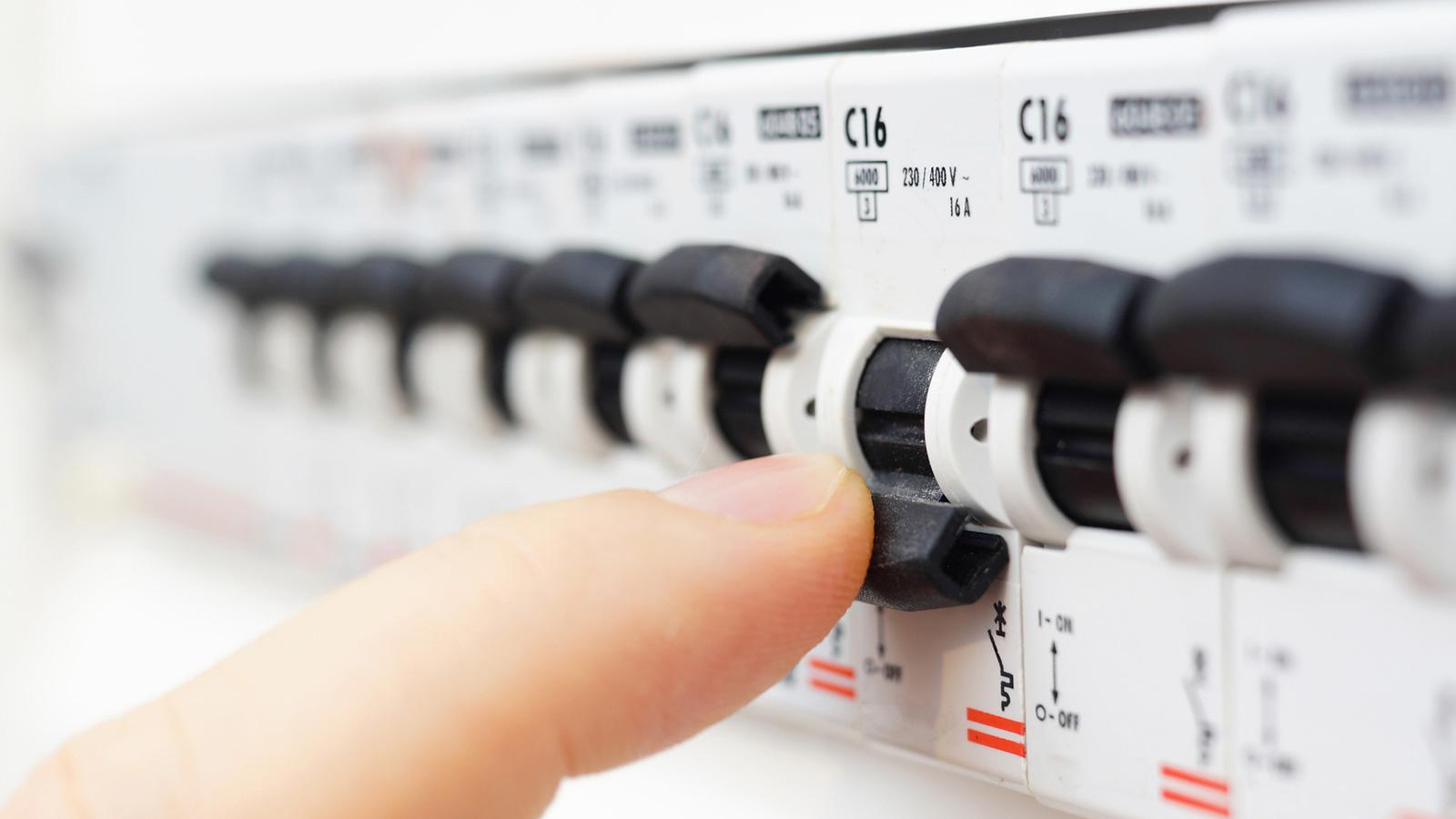 elettricista impianti elettrici appartamento castronno varese como milano